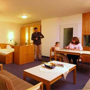 http://www.panoramic-hotel.de/wp-content/uploads/2016/10/FeWo-Harz-Standard-Apartment-Typ-B_305x305.jpg
