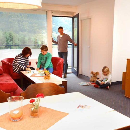 http://www.panoramic-hotel.de/wp-content/uploads/2016/11/Comfort-Apartment-Typ-B_1126x750-540x540.jpg