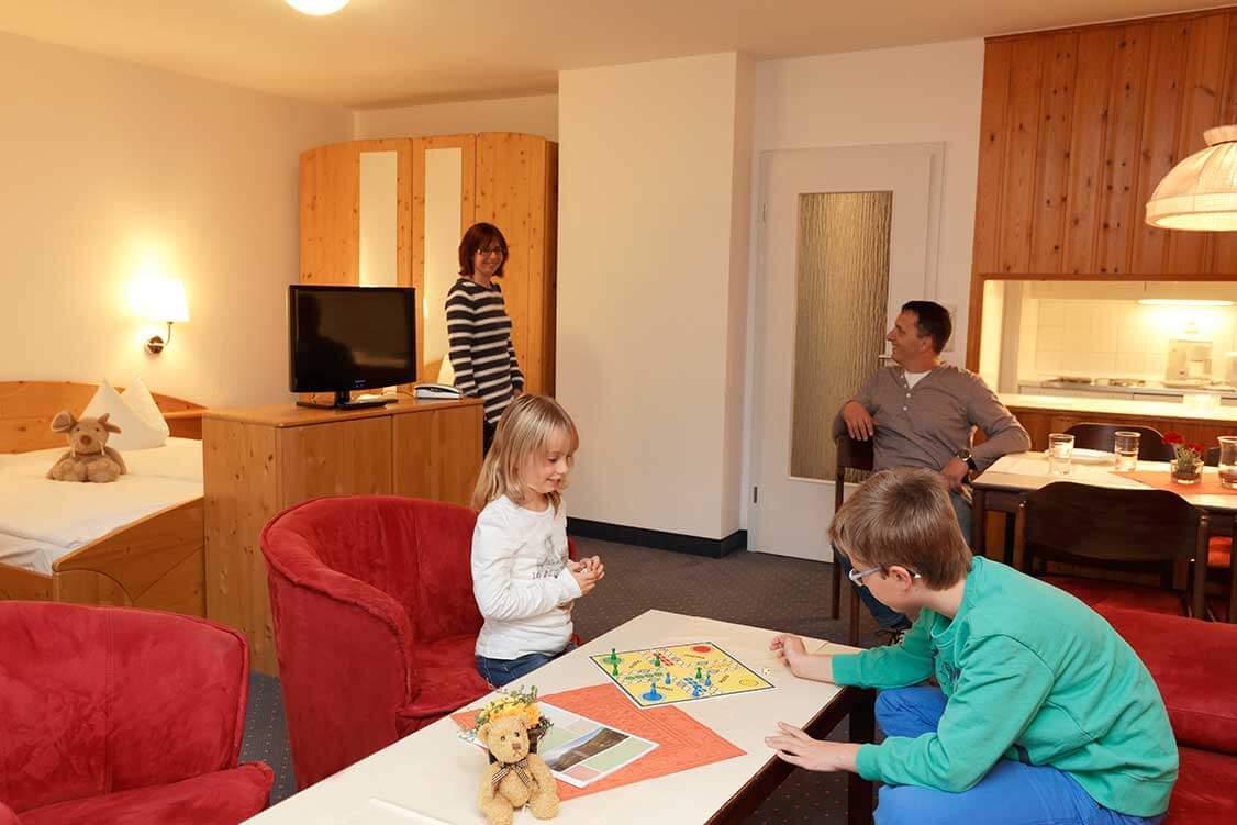 http://www.panoramic-hotel.de/wp-content/uploads/2016/11/Hotel-Panoramic-Harz-Comfort-Apartment-Typ-B-2_1126x750.jpg