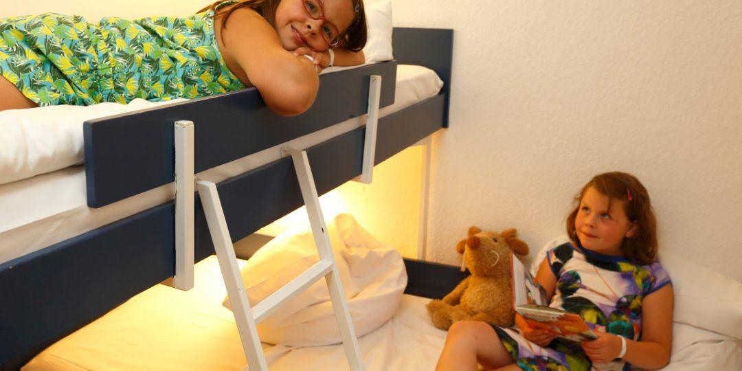 http://www.panoramic-hotel.de/wp-content/uploads/2016/11/Kinderschlafzimmer_Standard-Apartment-Typ-B_1126x750-1080x540.jpg