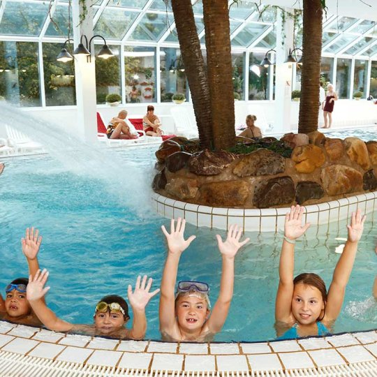 http://www.panoramic-hotel.de/wp-content/uploads/2016/12/kinder-schwimmbad-panoramic_1126x750-540x540.jpg