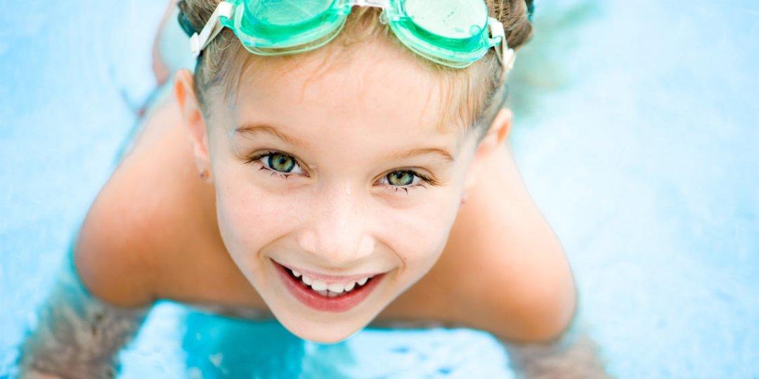 Mädchen im Hoteleigenen Schwimmbad