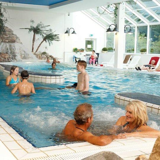 http://www.panoramic-hotel.de/wp-content/uploads/2016/12/schwimmbad-im-panoramic-2_1126x750-540x540.jpg