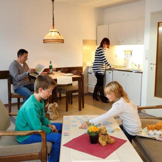 http://www.panoramic-hotel.de/wp-content/uploads/2016/12/standard-apartment-typ-a-kueche_1126x750-540x540.jpg