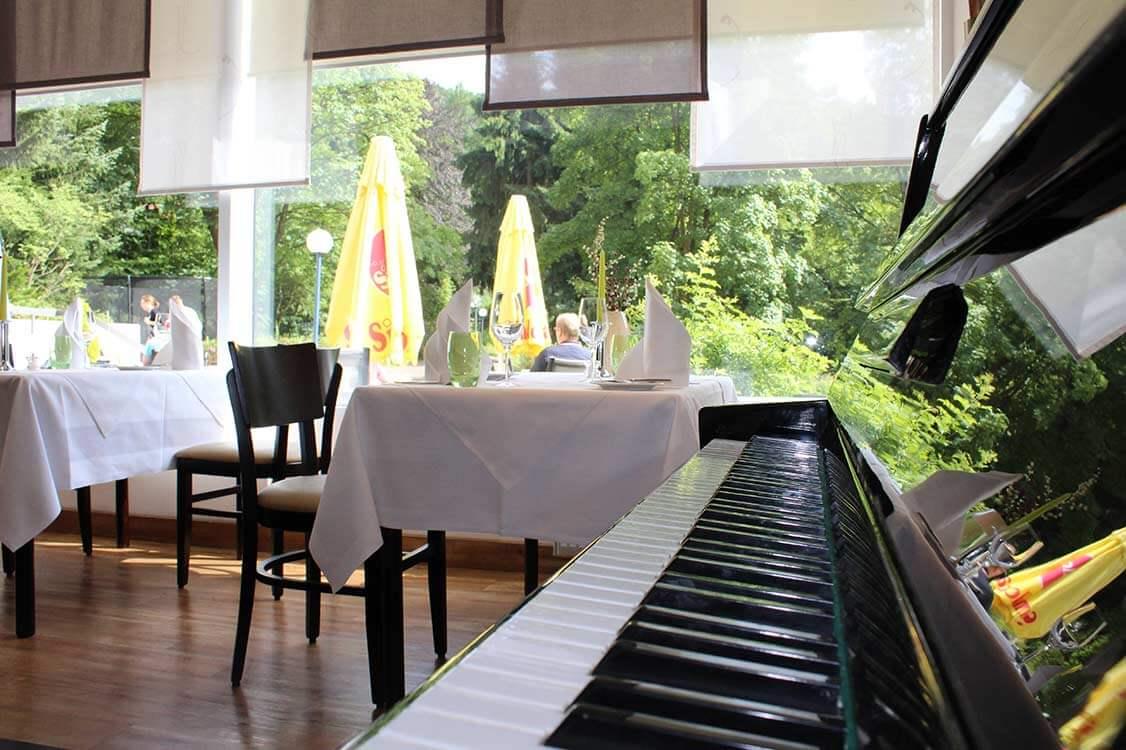 http://www.panoramic-hotel.de/wp-content/uploads/2017/01/Restaurant_Glueck-Auf_10_1126x750.jpg