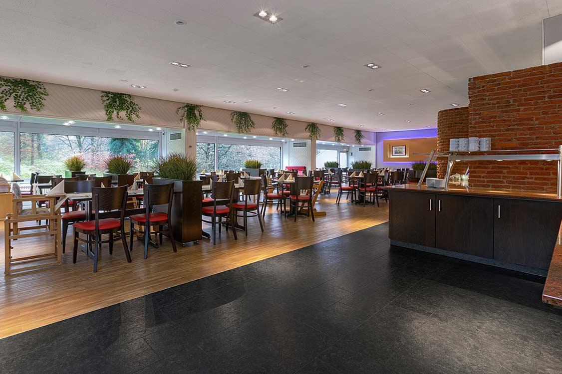 http://www.panoramic-hotel.de/wp-content/uploads/2017/01/Scholben_Restaurant_Ueberblick_1126x750.jpg