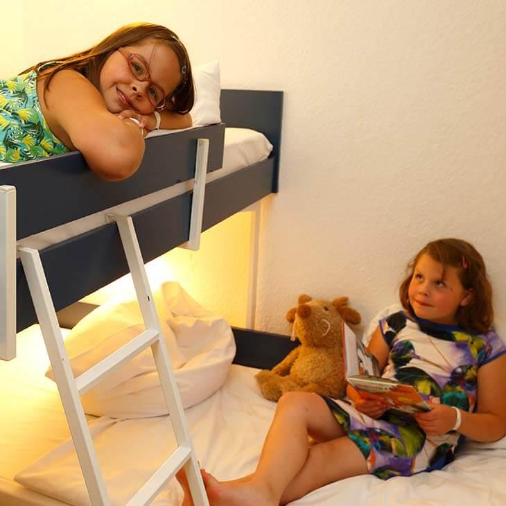 http://www.panoramic-hotel.de/wp-content/uploads/2017/01/kinderschlafzimmer-standard-apartment-Typ-A_730x730-1.jpg