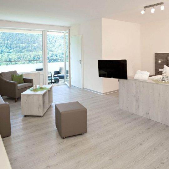https://www.panoramic-hotel.de/wp-content/uploads/2019/01/Superior_Zimmer_Totale_Balkon_skaliert-1-e1548505773558-540x540.jpg